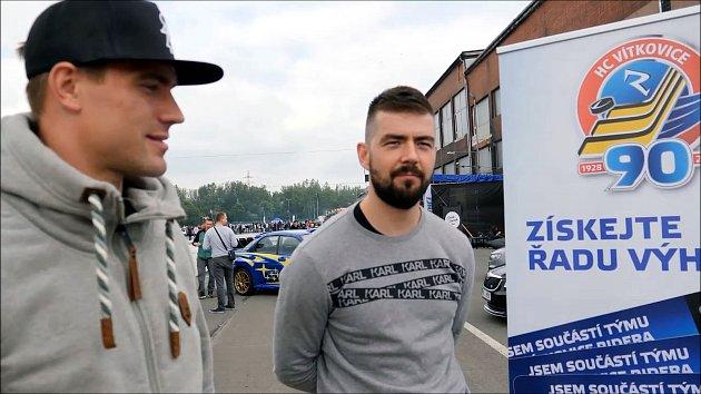 Skvělou automobilovou podívanou navštívili i hokejisté Vítkovic Rostislav Olesz a Roman Szturc.