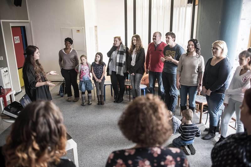 """Členové Family Gospel Ostrava """"trénují"""" na tři vánoční koncerty"""