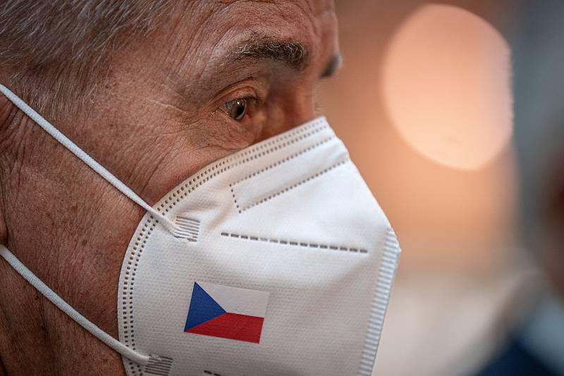 V OC Forum Nová Karolina se otevřelo očkovací místo bez nutnosti předchozí registrace, 21. července 2021 v Ostravě. Premiér Andrej Babiš.