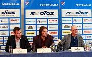 Tisková konference FC Baníku Ostrava.Na fotografii zleva Michal Bělák, Marek Jankulovski, Bohumil Páník