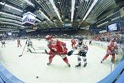 Čtvrtfinále play off hokejové extraligy - 4. zápas: HC Vítkovice Ridera - HC Oceláři Třinec, 25. března 2019 v Ostravě. Na snímku (vpravo) Roman Szturc.