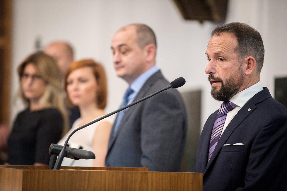 Zastupitelé Ostravy volili na ustavujícím zasedání 7. listopadu 2018 nové vedení města. Na snímku (zleva) Kateřina Šebestová (ANO), Zuzana Bajgarová (ANO) a Radim Babinec (ANO) a Tomáš Macura (ANO).