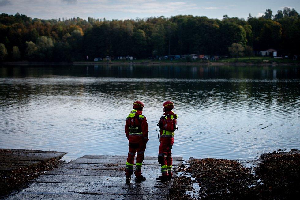 Těrlická přehrada, říjen 2019. Taktické cvičení složek IZS, ilustrační foto.