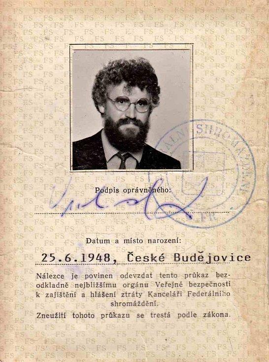 Poslanecký průkaz Ladislava Vrchovského.