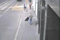 Podezřelý muž zachycený bezpečnostní kamerou