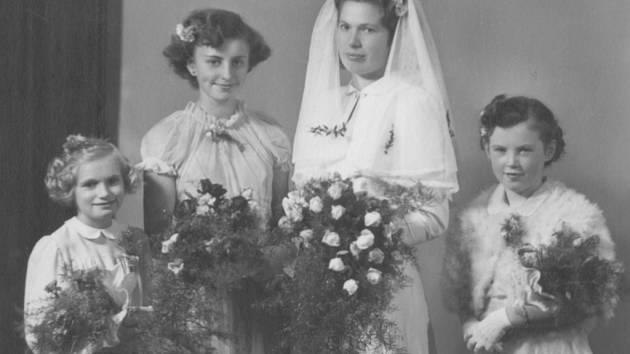Svatbu měli manželé Vlkovi 18. října 1952.