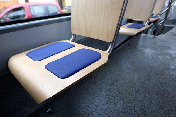 Vostravských tramvajích se objevily nové sedačky.
