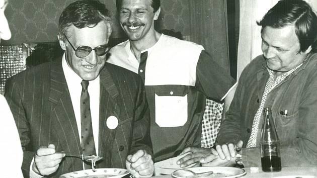 Návštěva ministra financí Václava Klause, firemní časopis č. 20/1990