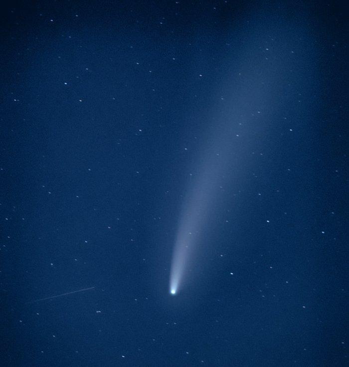 kometa C/2020 F3 NEOWISE zachycena na fotografii čtenáře Deníku