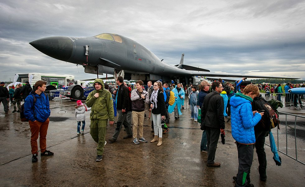 "Dny NATO v Ostravě na letišti v Mošnově. Na fotografii nadzvukový ""stealth"" B-1B Lancer"