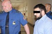 Mladíkovi v případě uznání viny hrozí deset až osmnáct let vězení.