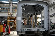 Nový a bezbariérový článek vloží mezi dvě původní části salcburského vlaku v ostravské společnosti Ekova. Souprava tak bude nejen prodloužena z dvaceti na třicet metrů, ale i kompletně modernizována.
