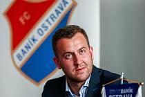 """MICHAL BĚLÁK, výkonný ředitel fotbalového Baníku Ostrava, mluví pro Deník o těžkých časech způsobených koronavirovou krizí. """"Jsme rádi, že vidíme světlo na konci tunelu,"""" řekl Bělák."""