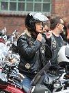 Motorkáři na strojích kultovní americké značky Harley-Davidson se ve čtvrtek 11. září odpoledne sjeli do Hornického muzea v Ostravě-Petřkovicích. K vidění tam ale nebyly jen desítky nablýskaných motorek, ale i módní přehlídka nové kolekce oblečení téže z