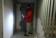 Stanislav Odstrčil do vrchních pater nikoho nepustí, do sklepa, kde se čerpá voda, není problém jít.