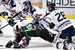 Utkání 51. kola hokejové extraligy: HC Vítkovice Ridera - HC Energie Karlovy Vary, 3. března 2020 v Ostravě. Zleva Rastislav Dej z Vítkovic a Petr Rozhon z Karlových Varů.