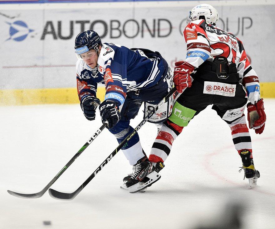 Utkání 50. kola hokejové extraligy: HC Vítkovice Ridera - HC Dynamo Pardubice, 2. března 2021 v Ostravě. (zleva) Petr Fridrich z Vítkovic a Martin Bučko z Pardubic.