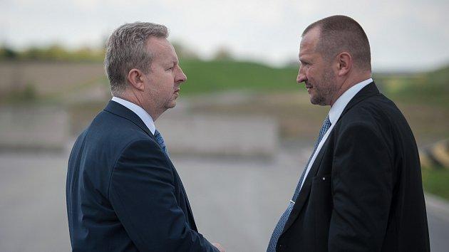 Vláda ČR na návštěvě v Moravskoslezském kraji, 24. dubna 2018 v Ostravě, na snímku vlevo ministr Richard Brabec  s náměstkem hejtmana Jakubem Unuckou.
