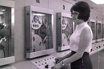 LEO 360. Počítač Leo 360 vystavovala Velká Británie na veletrhu v Brně, odkud byl zakoupen pro Novou huť v Ostravě. Přivezlo ho několik stěhovacích aut. Snímek je z května 1966, kdy byl přístroj uveden do provozu.