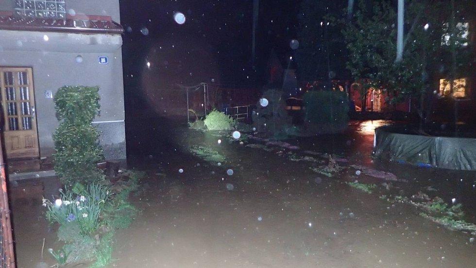 Přívalové deště a bahno, 12. května 2021, zásah hasičů v Šilheřovicích na Opavsku.