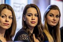 Nominovaní na herecké ceny Thálie byli představeni novinářům 3. února v pražském Národním divadle. Na snímku zprava Hana Holišová, Karolina Gudasová a Martina Šnytová.