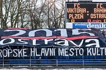Fanoušci Baníku věnovali svou tradiční choreografii souboji Ostravy a Plzně o titul Evropské hlavní město kultury 2015.