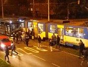 Srážka tramvaje s autobusem v Ostravě.