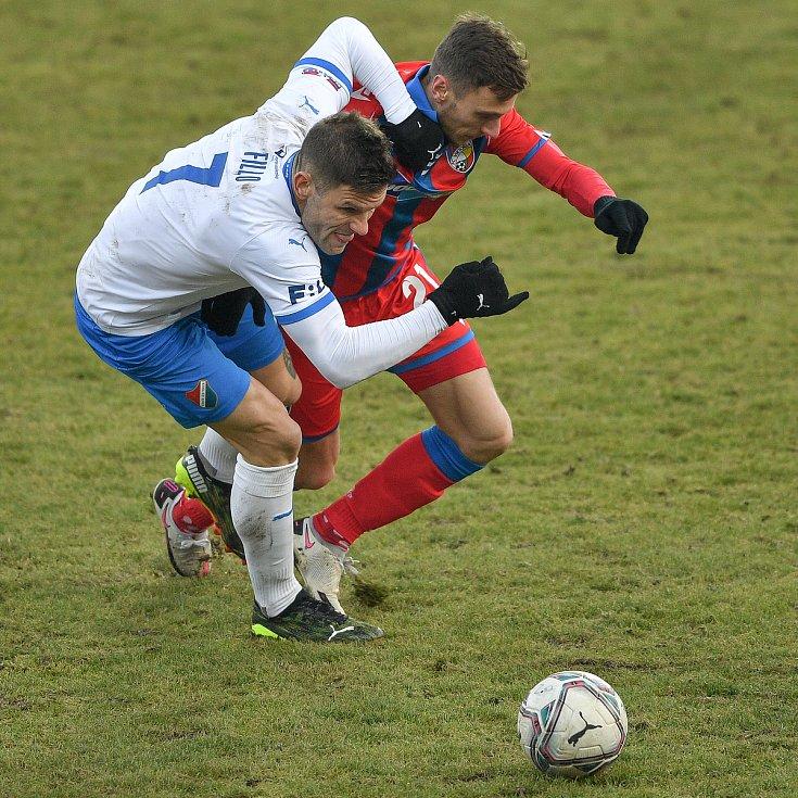 Utkání 17. kola první fotbalové ligy: FC Baník Ostrava – FC Victoria Plzeň, 31. ledna 2021 v Ostravě. (zleva) Martin Fillo z Ostravy a Šimon Falta z Plzně.