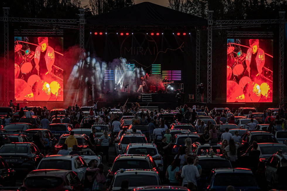 Kapela Mirai uspořádala autokoncert, který se uskutečnil v Dolní Oblasti Vítkovic, 4. června 2021 v Ostravě.