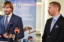 Tisková konference ve Fakultní nemocnici Ostrava (FNO), na snímku (vlevo, ministr zdravotnictví) Adam Vojtěch, (vpravo, ředitel FNO) Evžen Machytka.