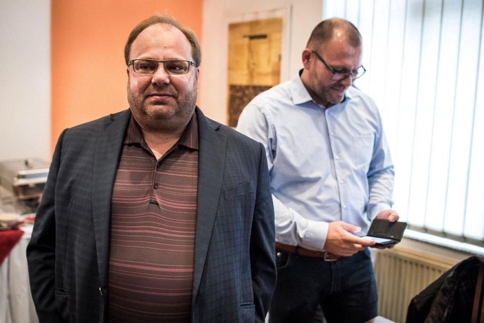 Volební štáb ČSSD, na snímku v popředí hejtman kraje Miroslav Novák.