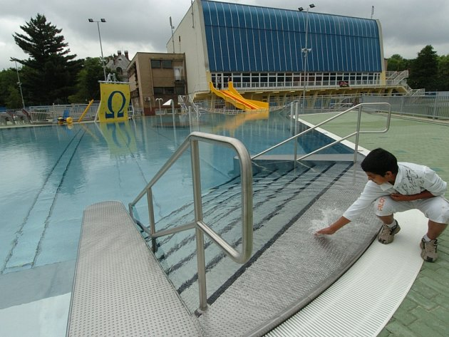 Nově zrekonstruované venkovní koupaliště na Čapkárně se návštěvníkům otevře v pátek 1. června v 9 hodin ráno.