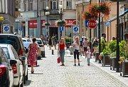 S přípravami finišují nejen pořadatelé Colours of Ostrava, ale i provozovatelé restaurací, kavárníci i prodejci pláštěnek v centru města.