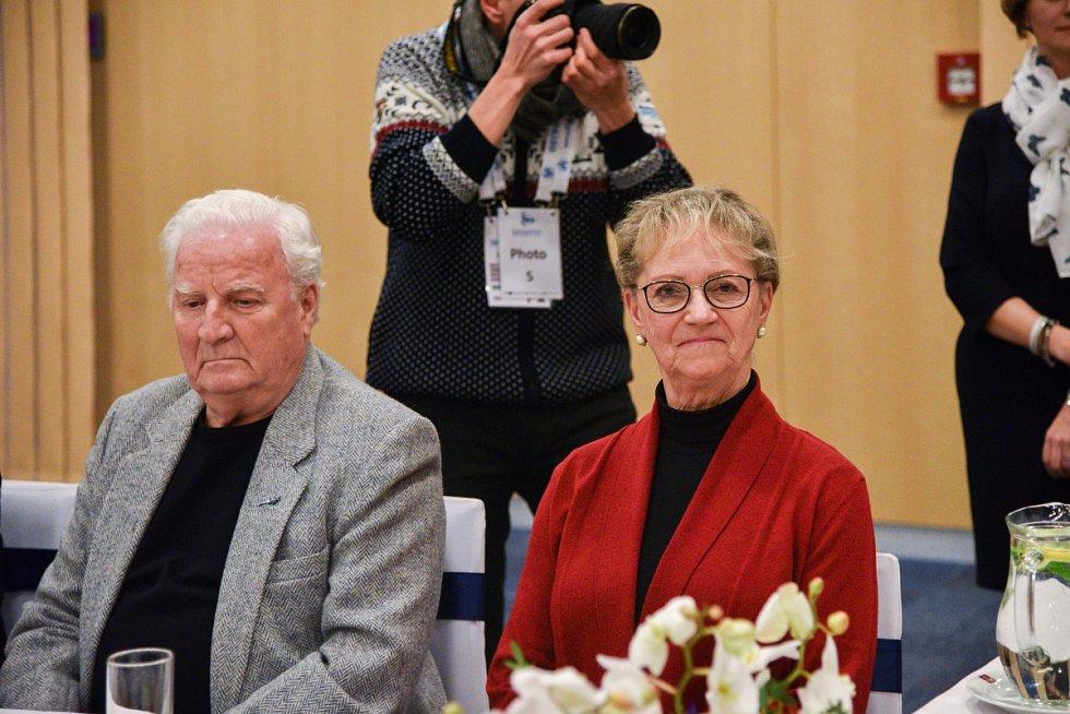 ČESTNÍ HOSTÉ ME 2017 Eva Romanová a Karol Divín, stříbrný medailista z olympiády ve Squaw Valley (1960), světový vicemistr (1962) a dvojnásobný evropský šampion (1958, 1959), se neviděli téměř padesát let. Popovídali si spolu až koncem ledna v Ostravě.
