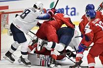 Utkání mistrovství světa hokejistů do 20 let: ČR - USA, 30. prosince 2019 v Ostravě. Na snímku (střed) Oliver Wahlstrom a Simon Kubicek.