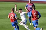 Utkání 27. kola první fotbalové ligy: Baník Ostrava - Viktoria Plzeň, 3. června 2020 v Ostravě. (Zleva) Jakub Brabec z Plzně a Rudolf Reiter z Ostravy.