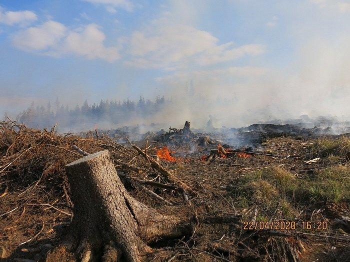 Už několik let jsou požáry v přírodě příčinou častých zásahů hasičů.