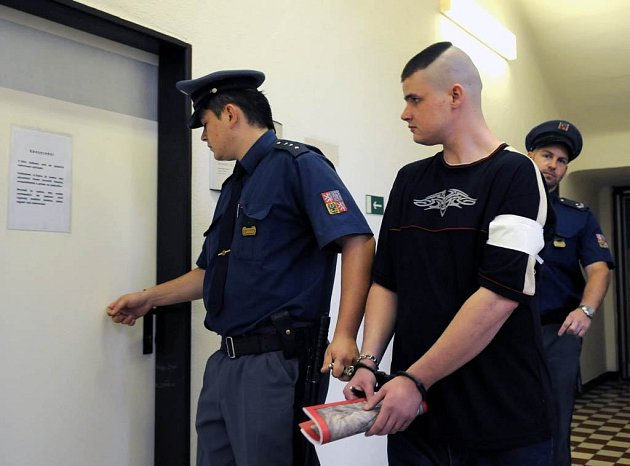 Obviněný Tomáš Suszka u krajského soudu v Ostravě.