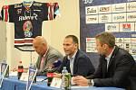 Snímek z tiskové konference HC Vítkovice Ridera 7. září 2018. Zleva Roman Vank, Petr Handl, Jakub Petr