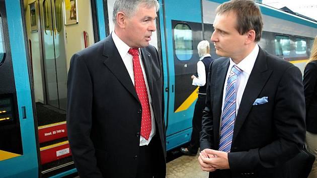 Ministr Vít Bárta v rozhovoru s hejtmanem Jaroslavem Palasem.
