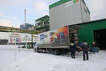 Za mimořádných bezpečnostních opatření dorazil ve čtvrtek odpoledne do ostravské spalovny nebezpečných odpadů utajený transport chemikálií z Pardubicka.