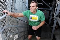 Letošní ročník závod Nová Karolina Run-Up se běžel v pátek třináctého května. A protože není pověrčivý, 465 schodů nejvyšší radniční budovy se rozhodl vyběhnout i náš kolega Martin Pleva.