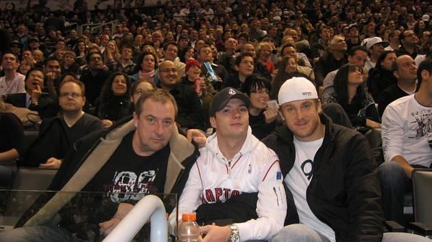NBA i českou ligu viděl na vlastní oči fotbalista Baníku Václav Svěrkoš, který v Torontu navštívil zápas Raptors.