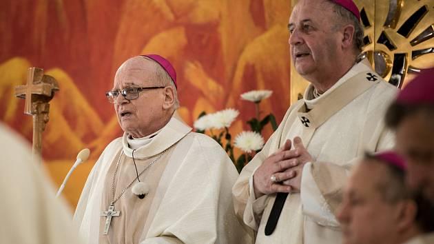 Biskup František Václav Lobkowiczovi při svěcení. Ilustrační foto.
