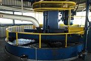 Homogenizační linka dokáže v průměru zpracovávat 250 tun haldoviny za hodinu.