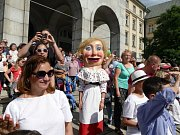 Začátek Festivalu v ulicích přilákal tisíce lidí. Bohatý program bude pokračovat ještě v sobotu a neděli.