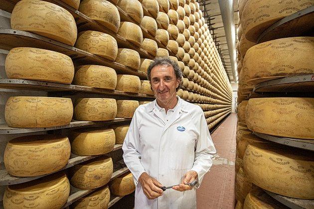 Tradiční sklad sýrů společnosti Gran Moravia, 11.srpna 2021vBevadoro, Itálie. Majitel společnosti Roberto Brazzale.