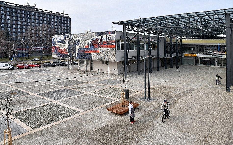 Náměstí Ostrava -Jih po první etapě dokončené proměny.