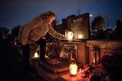 Lidé přicházeli 28. října na Vítkovický hřbitov, aby si připomenuli své blízké zemřelé u příležitosti Památky zesnulých.
