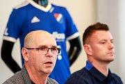 Tisková konference FC Baníku Ostrava.Na fotografii vlevo Bohumil Páník, vpravo Jan Laštůvka